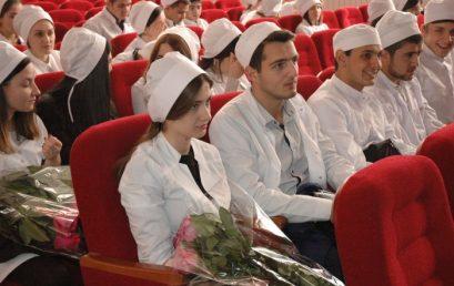 12 октября в актовом зале Астраханского государственного медицинского университета состоялось посвящение в студенты поступивших на стоматологический и фармацевтический факультеты, а также факультет медико-профилактического дела.