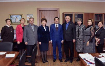 В Астраханском ГМУ радушно встретили гостей из Узбекистана.