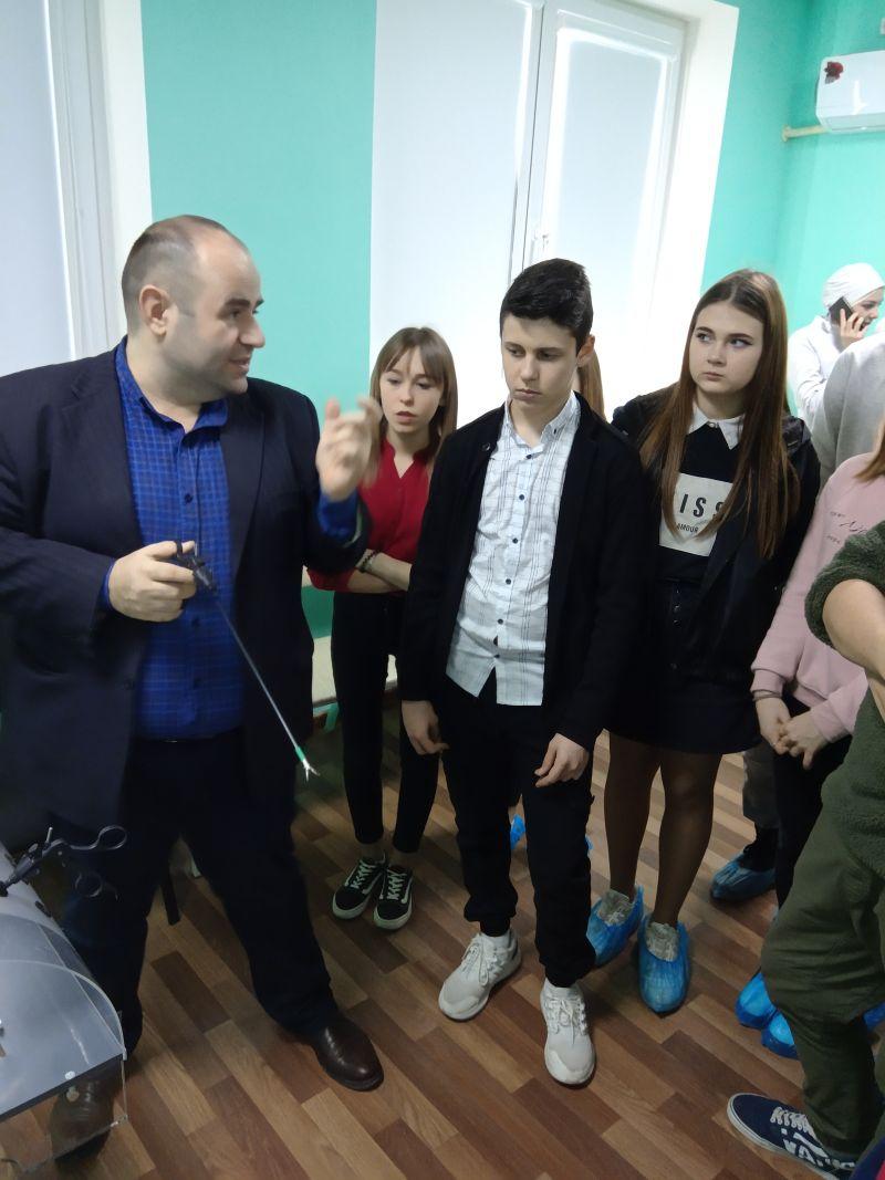 Юные медики в аккредитационно-симуляционном центре Астраханского ГМУ