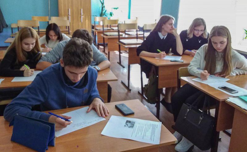Двери Астраханского ГМУ открываются перед юными медиками