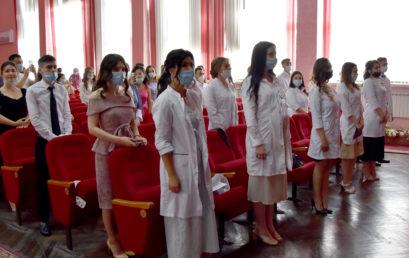 14 выпуск провизоров  и 13 выпуск врачей по специальности «Медико-профилактическое дело»